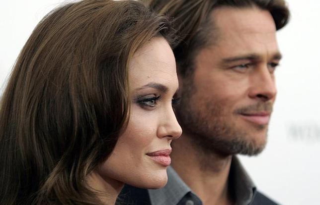 1月9日、米女優アンジェリーナ・ジョリーさんと米俳優ブラッド・ピットさんは9日、共同声明をCNNで発表し、離婚に関する全ての裁判記録や文書を非公開とし、私的に判事を依頼することで同意したと明らかにした。写真は2011年12月撮影(2017年 ロイター/Carlo Allegri)