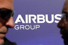 Airbus, qui est à suivre mercredi à la Bourse de Paris, a décroché mardi une commande de 3,8 milliards de dollars auprès d'Aviation Capital Group et pourrait remporter une autre commande de l'ordre de quatre milliards de dollars auprès de la Bank of Communications Financial Leasing. /Photo d'archives/REUTERS/Régis Duvignau