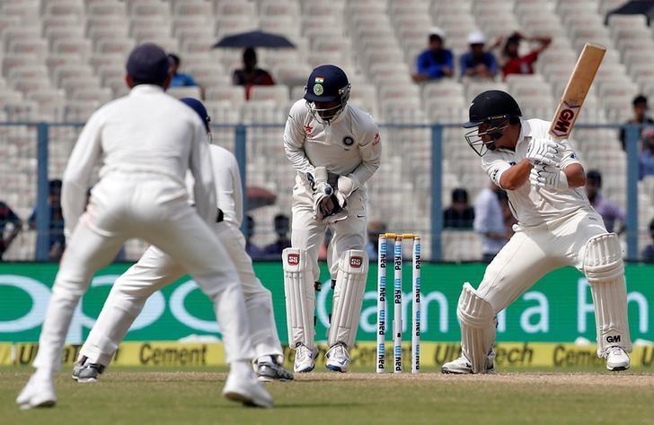 Cricket - India v New Zealand - Second Test cricket match - Eden Gardens, Kolkata, India - 01/10/2016. New Zealand's Ross Taylor plays a shot. REUTERS/Rupak De Chowdhuri