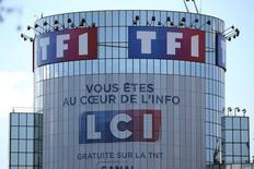 Les groupes de télévision européens TF1, ProSiebenSat.1 et Mediaset ont annoncé jeudi qu'ils allaient unir leurs forces sur le marché en plein essor des vidéos en ligne dans l'espoir de toucher un public plus jeune et de peser davantage face aux géants du net. /Photo d'archives/REUTERS/Charles Platiau