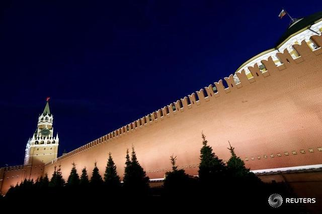 A general view shows the Spasskaya Tower and the Kremlin wall in central Moscow, Russia, May 5, 2016. REUTERS/Sergei Karpukhin/File Photo