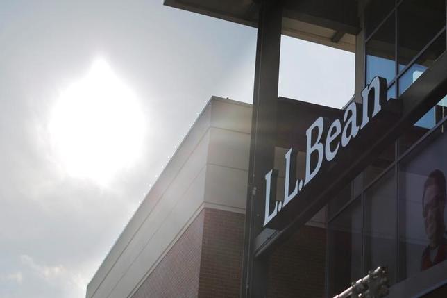 1月12日、米国のトランプ次期大統領は、アウトドア用品大手L.L.Bean(エル・エル・ビーン)の創業家の1人がトランプ政権に政治献金をしていたとの報道が前週出たことを受け、同社製品を買うよう呼び掛けた。写真は12日マサチューセッツ州バーリントンで撮影(2017年 ロイター/Brian Snyder)