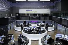 Les Bourses européennes ont terminé en hausse vendredi, soutenues principalement par le secteur financier. À Paris, le CAC 40 a terminé en hausse de 1,2%. Le Footsie britannique a pris 0,62% et le Dax allemand 0,94%. /Photo prise le 13 janvier 2017/REUTERS