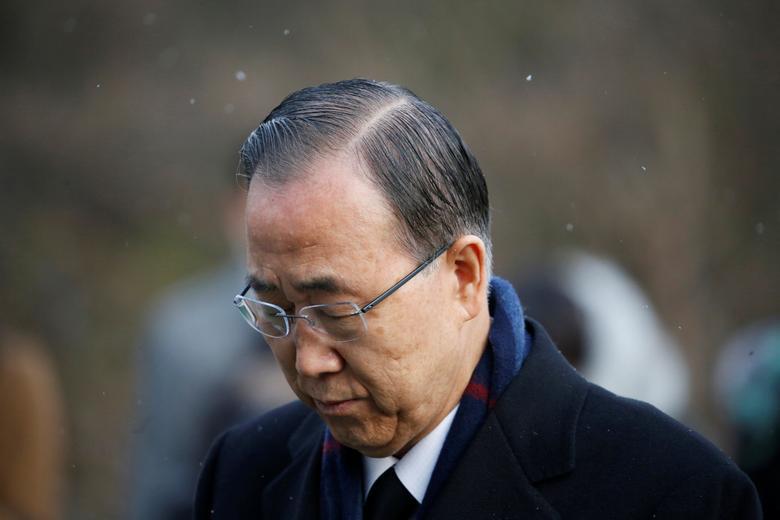 Former U.N. secretary-general Ban Ki-moon pays a tribute at the natioanl cemetery in Seoul, South Korea, January 13, 2017.  REUTERS/Kim Hong-Ji