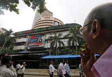 La mise sur ler marché de l'opérateur de la Bourse indienne, BSE (photo), pourrait permettre à ses investisseurs de lever jusqu'à 12,43 milliards de roupies (172,3 millions d'euros) la semaine prochaine. /Photo d'archives/REUTERS/Shailesh Andrade