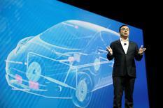Renault-Nissan a vendu plus de 400.000 voitures électriques dans le monde et prévoit de nouveaux investissements pour conforter sa position sur ce marché, a déclaré son PDG, Carlos Ghosn (photo), mercredi. /Photo prise le 5 janvier 2017/REUTERS/Steve Marcus