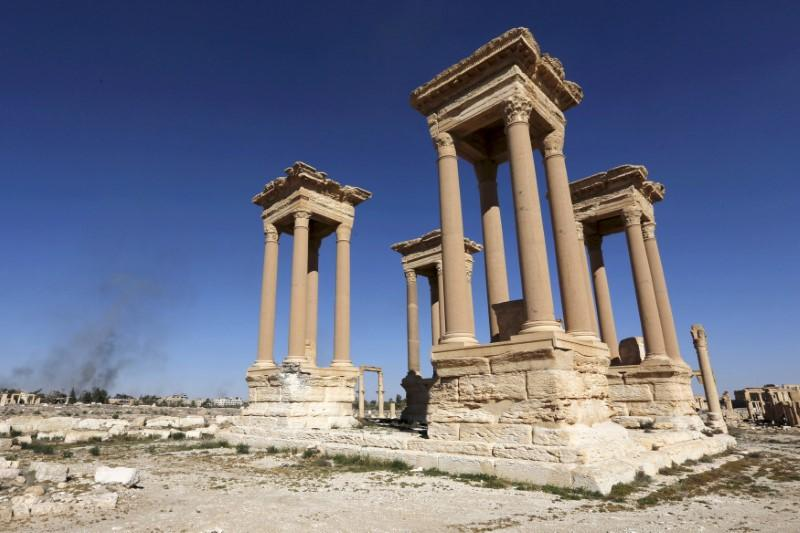 islamic state destroys famous monument in syria s palmyra