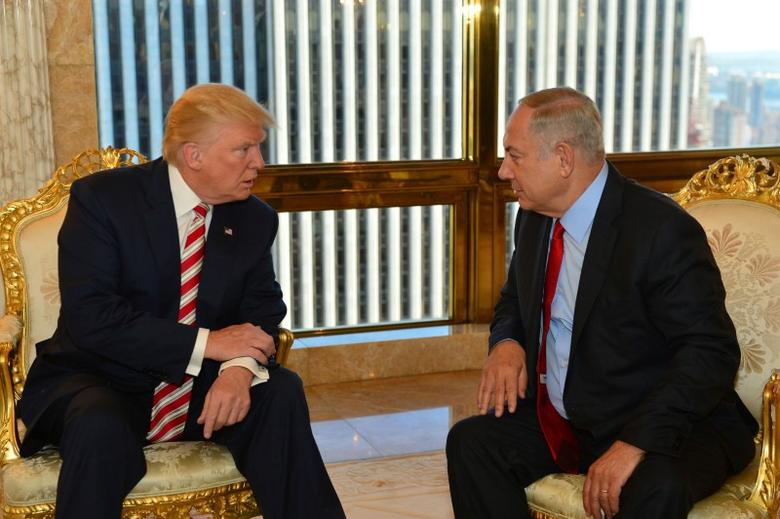 Israeli Prime Minister Benjamin Netanyahu (R) speaks to Republican U.S. presidential candidate Donald Trump during their meeting in New York, September 25, 2016. Kobi Gideon/Government Press Office (GPO)/Handout via REUTERS