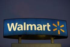 El logo de Walmart en una de sus tiendas en Monterrey, en México. 28 de noviembre de 2016. La Asociación Nacional de Tiendas de Autoservicio y Departamentales (ANTAD) de México dijo el martes que las ventas comparables de sus afiliados crecerían este año un 4.2 por ciento, menos que el 6.3 por ciento del 2016, por una esperada menor expansión de la economía. REUTERS/Daniel Becerril