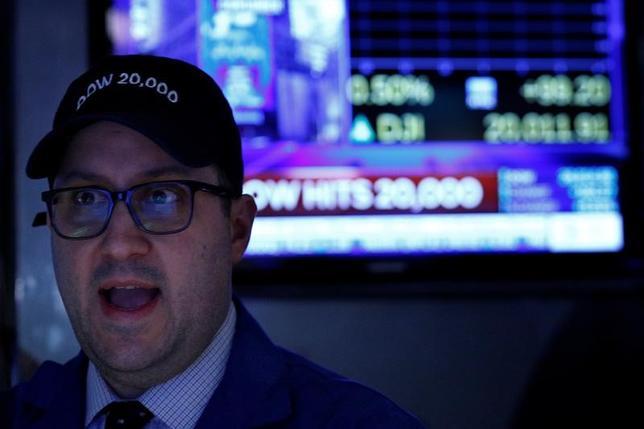 87bc19b144d4e ダウが初めて1万9000ドルを上回った昨年11月22日以降の株価上昇は金融株が主導しており、ゴールドマン・サックス( GS. N )とJPモルガン(  JPM.
