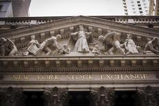 La Bourse de New York a fini peu changée jeudi, l'indice Dow Jones gagnant 32,40 points, soit 0,16%, à 20.100,91. /Photo d'archives/REUTERS/Lucas Jackson