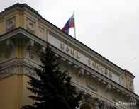 A Russian national flag flies over the Central Bank headquarters in Moscow, Russia, May 17, 2016. REUTERS/Sergei Karpukhin - RTSEP92