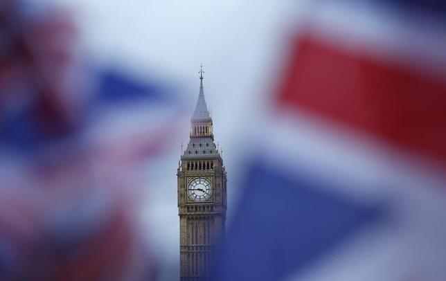 2月1日、英下院は、政府に欧州連合(EU)への離脱通知の権限を与える法案を賛成498、反対114の賛成多数で可決した。(2017年 ロイター/Neil Hall)