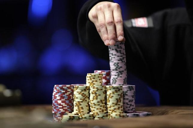 2月1日、人工知能(AI)との対戦で唯一人間が優位を保っていたポーカーで、カーネギーメロン大学が開発したAI「リブレイタス(Libratus)」が初めて勝利を収めた。写真は2010年11月撮影(2017年 ロイター/Las Vegas Sun/Steve Marcus)