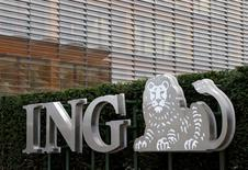 ING a annoncé jeudi un bénéfice imposable en hausse de 63% au quatrième trimestre, grâce à des éléments exceptionnels, des marges de crédit stables et une hausse de sa clientèle. L'action gagne 1,7% en Bourse d'Amsterdam, troisième hausse de l'indice européen EuroStoxx 50. /Photo d'archives/REUTERS/François Lenoir