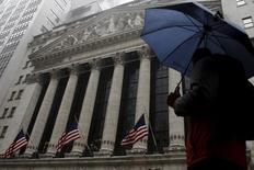 La Bourse de New York a ouvert en baisse jeudi. Dans les premiers échanges, le Dow Jones perd 0,15%, le S&P-500 recule de 0,20% et le Nasdaq Composite cède 0,21%. /Photo d'archives/REUTERS/Brendan McDermid