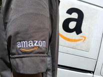 Amazon.com a annoncé jeudi un chiffre d'affaires du quatrième trimestre inférieur aux attentes et sa prévision de bénéfice pour le trimestre en cours a également déçu les analystes. /Photo d'archives/REUTERS/Lucy Nicholson