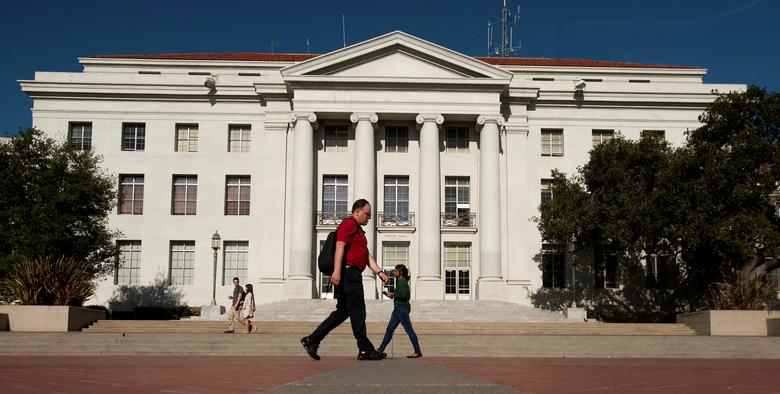FILE PHOTO - Pedestrians pass Sproul Hall, the University of California at Berkeley's administration building, in Berkeley, California May 12, 2014.    REUTERS/Noah Berger