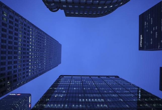 2月2日、英国政府はEU離脱交渉に向けた「白書」で、金融サービス分野で英国とEU加盟国間の「可能な限り自由な取引」を目指すとうたった。写真はロンドンの新金融街で1月撮影(2017年 ロイター/Eddie Keogh)