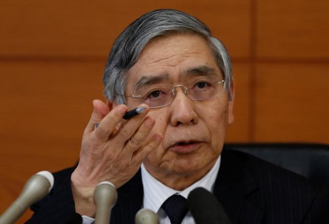 2月3日、黒田東彦日銀総裁はの衆院予算委員会で、日銀が推進しているイールドカーブ・コントロール(YCC)政策は2%の物価目標の早期実現が目的であり、「政府による財政資金の調達を手助けを目的とする財政ファイナンスではない」と強調した。写真は都内で1月撮影(2017年 ロイター/ Toru Hanai)