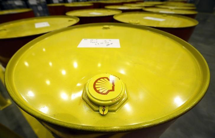 Filled oil drums are seen at Royal Dutch Shell Plc's lubricants blending plant in the town of Torzhok, north-west of Tver, November 7, 2014. REUTERS/Sergei Karpukhin