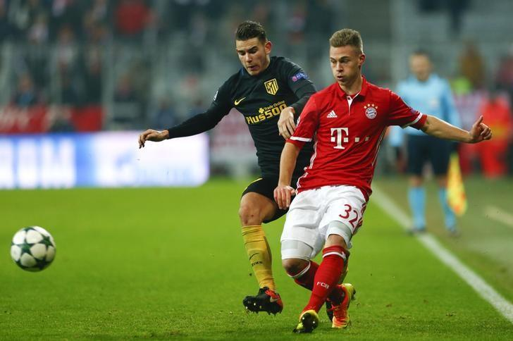 Football Soccer - Bayern Munich v Atletico Madrid - UEFA Champions League Group Stage - Group D - Allianz Arena, Munich, Germany - 06/12/16 - Bayern Munich's Joshua Kimmich in action with Atletico Lucas Hernandez.   REUTERS/Michaela Rehle