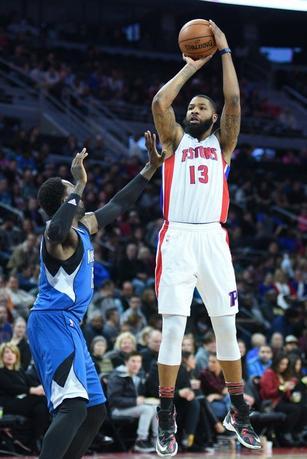 2月3日、NBAのピストンズはティンバーウルブズを116─108で下した。マーカス・モリス(右)が36得点、6リバウンドと活躍(2017年 ロイター/Tim Fuller-USA TODAY Sports)
