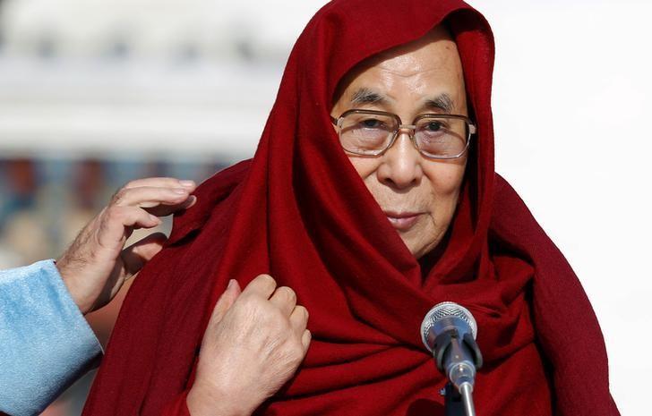 Tibet's exiled spiritual leader the Dalai Lama arrives to greet people gathered at the Gandan Tegchinlen monastery in Ulaanbaatar, Mongolia, November 19, 2016. REUTERS/B. Rentsendorj/Files