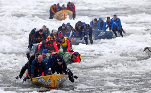 Ice Canoe racing
