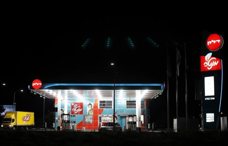 A Delek petrol station is seen near the southern city of Ashdod July 27, 2011. REUTERS/Amir Cohen
