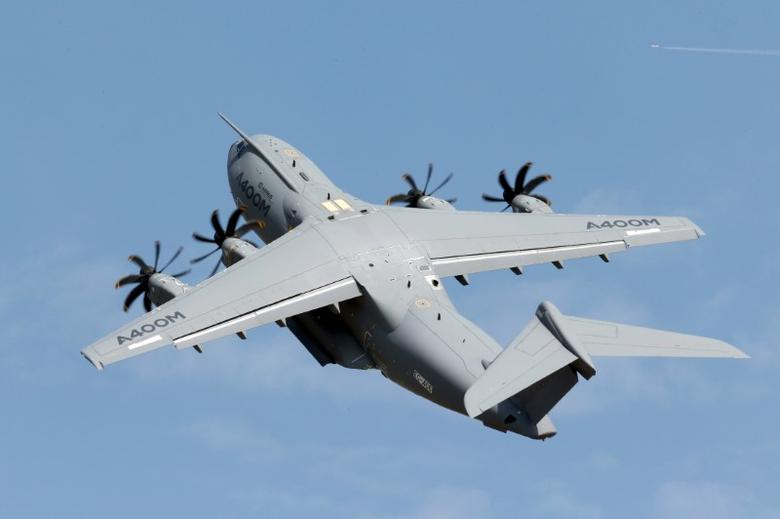An Airbus A400 military aircraft participates in a flying display during the 51st Paris Air Show at Le Bourget airport near Paris, June 16, 2015.  REUTERS/Pascal Rossignol