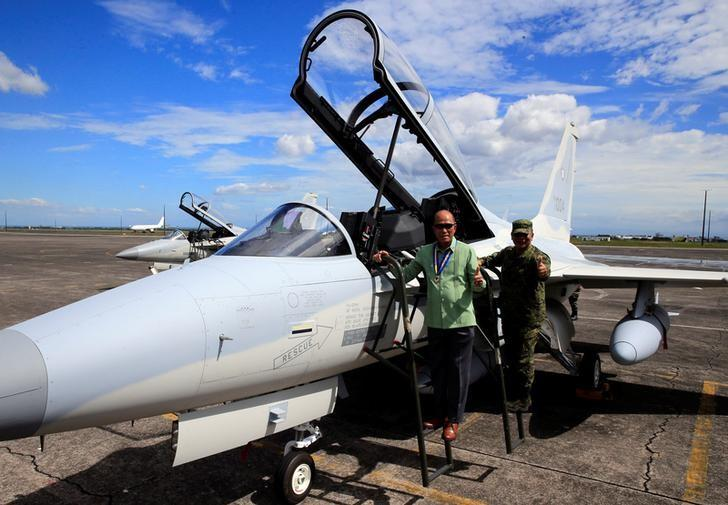 Philippine Defense Secretary Delfin Lorenzana (L) with Armed Forces Chief of Staff Ricardo Visaya gives a thumbs-up sign while on a FA-50 fighter jet, newly purchased from South Korea, upon arrival at a Hangar in Clark air base, Angeles city, Pampanga province, north of Manila, Philippines December 1, 2016. REUTERS/Romeo Ranoco