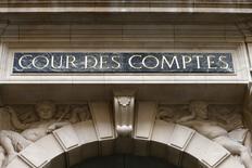 """L'abandon de l'écotaxe constitue un """"échec"""" et un """"gâchis"""" dont le manque à gagner de près de dix milliards d'euros sur dix ans a été imparfaitement compensé et qui a coûté près d'un milliard d'euros à l'Etat en indemnisations, estime la Cour des comptes en critiquant sévèrement la gestion de ce dossier. /Photo d'archives/REUTERS/Charles Platiau"""