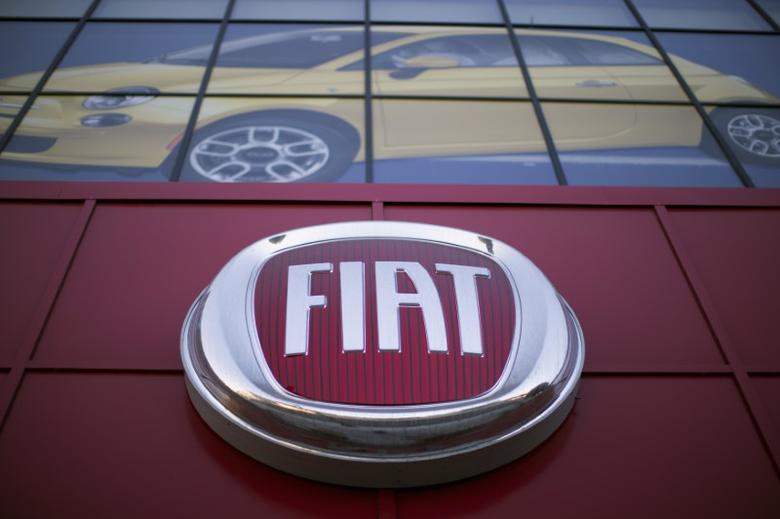 The Fiat logo is pictured at a car dealership at Motor Village in Los Angeles, California October 13, 2014.   REUTERS/Mario Anzuoni/Files