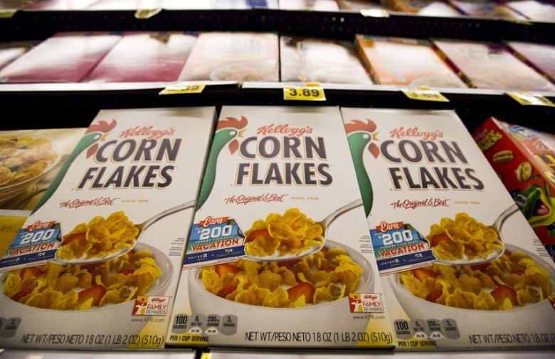 Kellogg's Corn Flakes cereal is pictured at a Ralphs grocery store in Pasadena, California August 3, 2015. REUTERS/Mario Anzuoni/File Photo