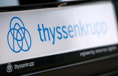 Логотип ThyssenKrupp AG. Немецкий промышленный концерн Thyssenkrupp отчитался о 40-процентном скачке скорректированной операционной прибыли в первом квартале, которая совпала с прогнозами, однако сообщил, что ждет восстановления своего европейского сталелитейного бизнеса лишь позднее в этом году.   REUTERS/Wolfgang Rattay