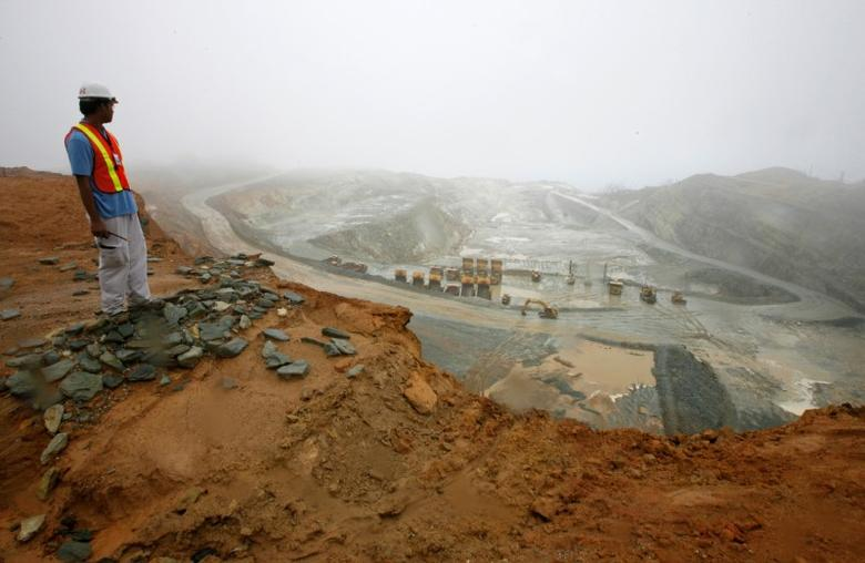 A worker looks at the Rapu Rapu open pit mine owned by the Australian firm Lafayette mining in Albay province, central Philippines February 5, 2007.   REUTERS/Romeo Ranoco/File Photo