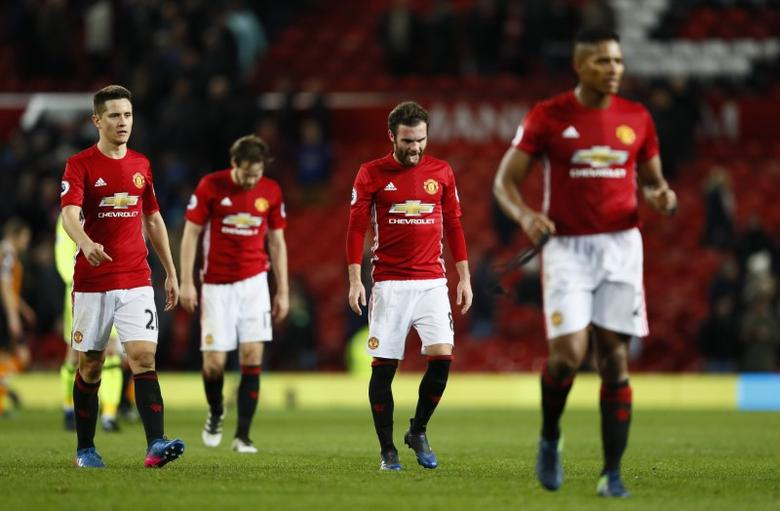 Britain Soccer Football - Manchester United v Hull City - Premier League - Old Trafford - 1/2/17 Manchester United's Juan Mata and Ander Herrera look dejected after the game Action Images via Reuters / Jason Cairnduff Livepic