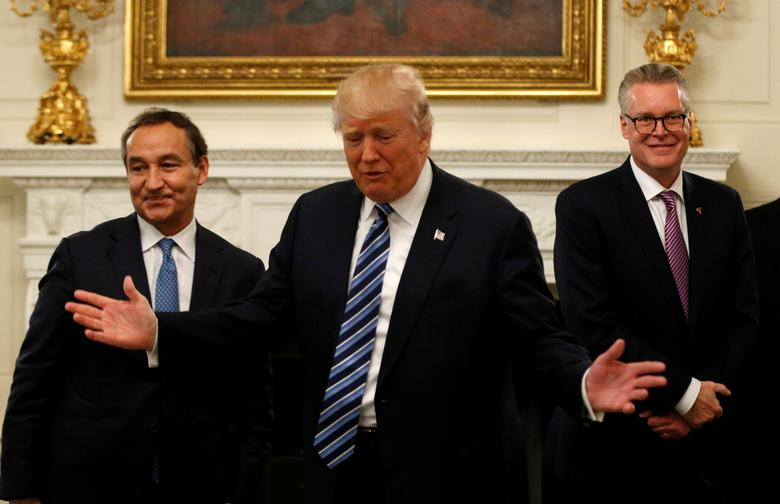 U.S. President Donald Trump takes his seat along with United Airlines CEO Oscar Munoz (L) and Delta Airlines CEO  Edward Bastian (R) for a meeting with airline industry CEO's at the White House in Washington, U.S. February 9, 2017.  REUTERS/Kevin Lamarque
