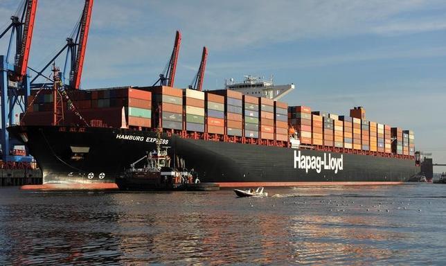 2月9日、2016年通年のドイツの貿易黒字は過去最高を更新した。写真は2012年8月、ハンブルク港で撮影(2017年 ロイター/Morris Mac Matzen/File Photo)