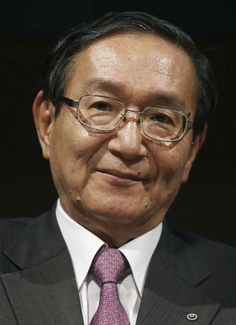 2月10日、NTTの鵜浦博夫社長は決算会見で、国民生活に不可欠な通信サービス(ユニバーサルサービス)として固定電話が指定されていることについて、将来的に見直しに向けた議論が必要との認識をあらためて示した。写真は都内で2015年6月撮影(2017年 ロイター/Yuya Shino)
