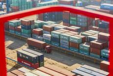 Terminal do porto de Lianyungan, na província chinesa de Jiangsu.   As exportações da China em janeiro avançaram 7,9 por cento sobre o ano anterior já que a demanda global aumentou, enquanto as importações cresceram 16,7 por cento devido ao melhor apetite por carvão, petróleo e minério de ferro, mostraram dados preliminares da alfândega nesta sexta-feira.  23/01/2015  REUTERS/China Daily