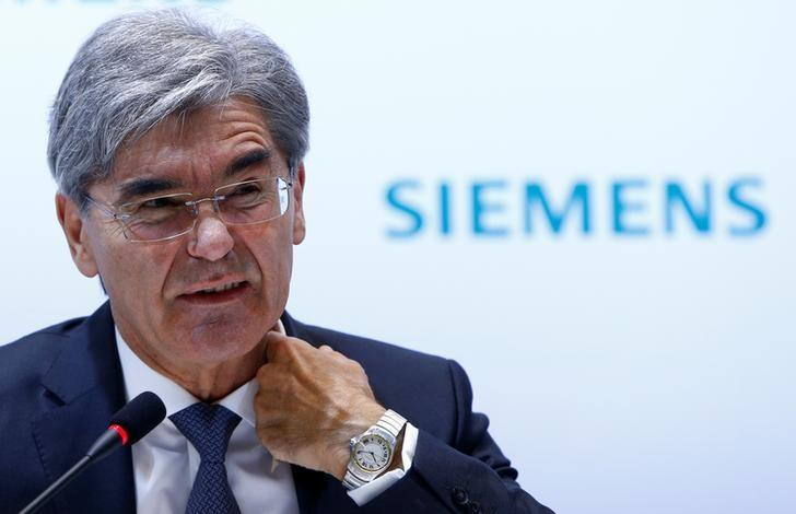 FILE PHOTO: Siemens CEO Joe Kaeser reacts during the annual news conference in Munich, Germany November 10, 2016. REUTERS/Michaela Rehle/FIle Photo
