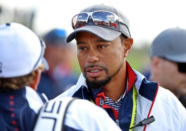 2月10日、男子ゴルフの元世界ランク1位、タイガー・ウッズは腰の治療のため、米ツアー2戦を欠場すると発表した。米ミネソタ州チャスカで2016年9月撮影(2017年 ロイター/John David Mercer-USA TODAY Sports)