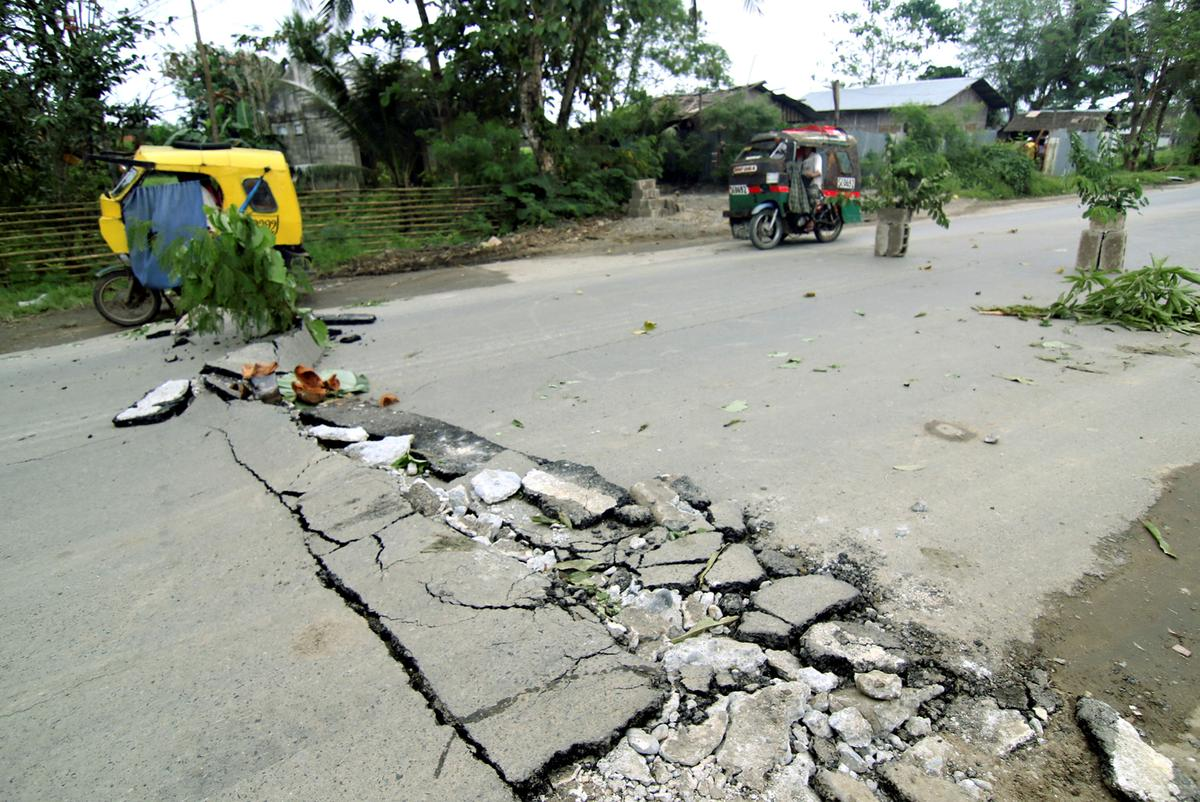 Earthquake in southern Philippines kills four, damages infrastructure