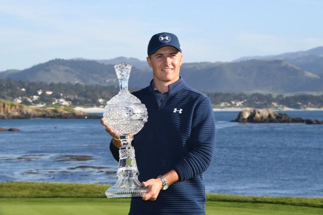 2月12日、米男子ゴルフのAT&Tペブルビーチ・プロアマは12日、カリフォルニア州ペブルビーチで最終ラウンドを行い、世界ランク6位で前日首位のジョーダン・スピース(米国)は2バーディー、ノーボギーの2アンダー70で回り、通算19アンダーの268で優勝した(2017年 ロイター/Kyle Terada-USA TODAY Sports)