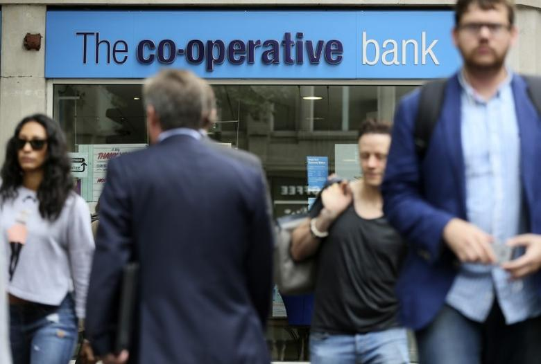 People walk past a branch of the Co-Operative Bank in central London, Britain August 20, 2015. Britain's Co-Operative Bank warned it wouldn't make a profit until at least 2017 after its pretax loss nearly trebled in the first half, making a stock market listing unlikely in the short term. REUTERS/Paul Hackett
