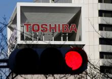 The logo of Toshiba Corp is seen behind a traffic signal at its headquarters in Tokyo, Japan January 27, 2017.    REUTERS/Toru Hanai