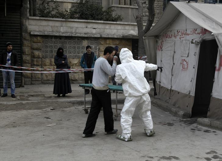 FILE PHOTO - A Free Syrian Army medical group conducts a training on how to cope with chemical weapons attacks in Aleppo December 25, 2013. Picture taken December 25, 2013. REUTERS/Ammar Abdullah