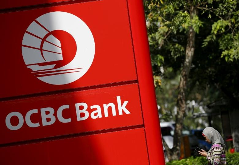 FILE PHOTO -  A woman walks past an Oversea-Chinese Banking Corporation (OCBC) branch in Singapore January 12, 2016.  REUTERS/Edgar Su/File Photo